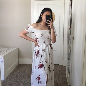 Dresses & Skirts - NWT Flowy White Floral Summer Dress